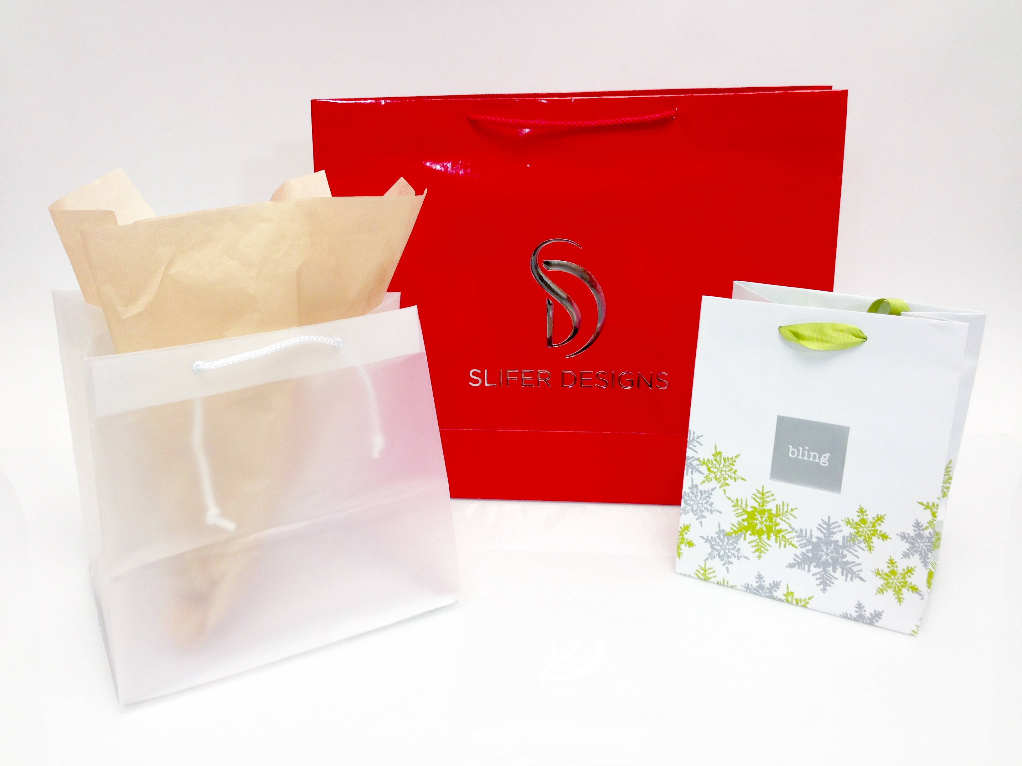 custom paper bag Shanghai de printed box supplies the various custom paper bags with spot uv, embossing and hot foil stamping.