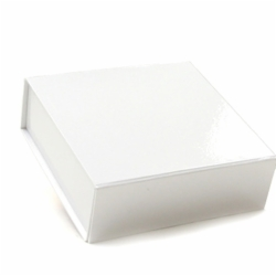 5-1/2 x 5-1/2 x 1-3/4 WHITE GLOSS MAGNETIC BOX