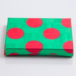 4-5/8 x 3-3/8 x 5/8 GREEN RED DOTS GIFT CARD BOX WITH POP-UP INSERT